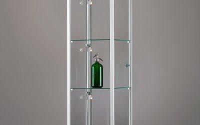 Vitrine 111 400 silber eloxiert mit LED Seitenbeleuchtung
