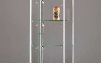 Vitrine 111 600 silber eloxiert mit LED Seitenbeleuchtung