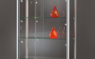 Vitrine 311 1000 silber eloxiert mit LED Seitenbeleuchtung