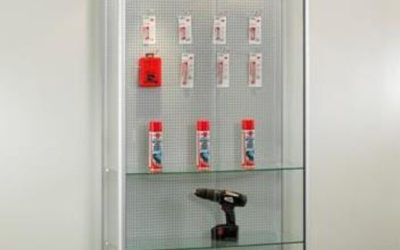 Shop Vitrine 315-100-Tech / silber eloxiert mit Lochwand