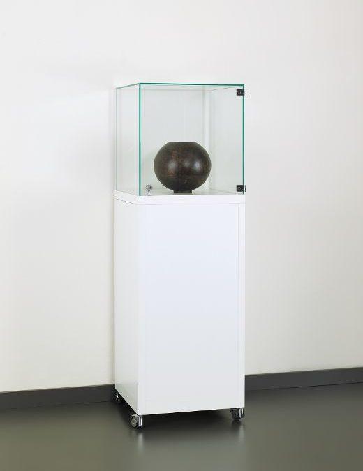 Museums-Vitrine Weiß SV1 500 – 1500 – weiß 9010