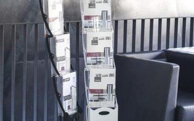 Faltbarer Prospektständer realzip black, white 4 x A4